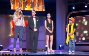 Oscar Fierro stood out on stage with his bright yellow pashmina scarf and orange tophat!