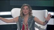 Jennifer Nettles didn't shy away from the glitz on 'Duets' in this sparkly silver sequined vest.