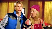 Heather Morris finished off her girly snow bunny style with a hot pink beanie.