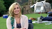 Demi Lovato mixed things up on 'The X Factor' with a messy dip-dyed braid.