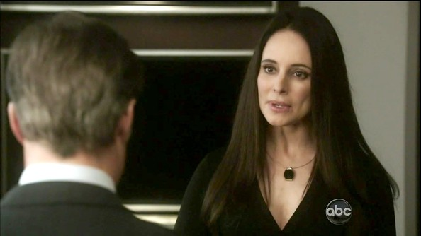 Madeleine Stowe jazzed up a simple back dress with a wire collar necklace with an ebony pendant.